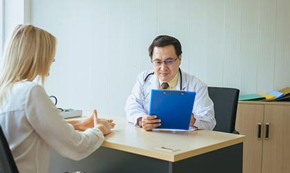 man-doctor-examining-to-woman-patient-infertility-counseling-and-suggestion-using-new_t20_XxNXr9