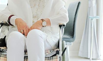 senior woman gets geriatric medicine in richmond